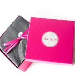 Die Pink Box im August 2017 steht ganz unter dem Motto Freundinnentag. Welchen Inhalt diese Beautybox hat, zeigen wir euch hier und heute. DiePink Box beinhaltet 5 Kosmetikprodukte und 1 Zeitschrift. Deine Box wird individuell nach deinem Beauty-Profil zusammengestellt.Sie kostet pro Box 14,95 Euro. Der Versand ist dabei […]