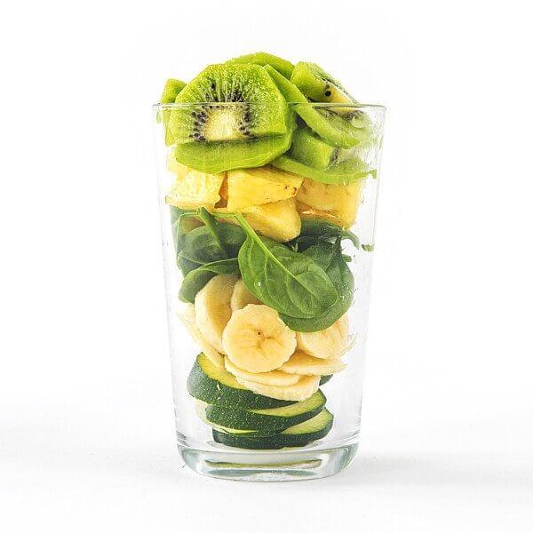 Zutaten Erdbeere, Mango, Papaya, Goji-Beeren, Haferflocken, Basilikum Nährwertangaben Energie 65,00 kcal, Fett 0,80g, davon gesättigte Fettsäuren 0,10g, Kohlenhydrate 9,00g, davon Zucker 7,00g, Ballaststoffe 3,00g, Eiweiß 1,00g, Salz 0,00g.