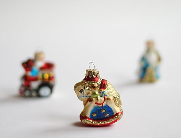 Adventskalender mit Weihnachtsfiguren