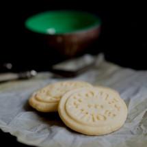 Vor einiger Zeit hatte ich einen Keksstempel vorgestellt mit dem man gestempelte Kekse herstellen kann. Diesen haben wir vor einiger Zeit endlich verwendet. Mit diesem haben wir köstliche Kekse gezaubert die sich echt sehen lassen können wie wir finden. Aber schaut doch bitte selbst. 🙂 Gestempelte Kekse Wir […]