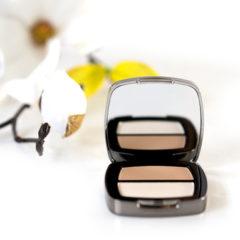 Ausgewählte Inhaltstoffe für Ihr professionelles Mineral Make-up Das REVIDERM Skincare-Inspired Make-Up soll sich leicht anfühlen, die Haut atmen lassen und ihr ein weiches und zwartes Aussehen vereihen. Es ist zudem für empfindliche Haut optimal geeignet. Hochwertige Inhaltsstoffe sollen die Widerstandskraft der Zellen stärken mildern und Irritationen und Falten […]