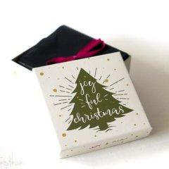 In diesem Post stellen wir Euch die letzte Pink Box im Jahre 2018 vor. Die Dezemberbox kam mit einer hübschen weihnachtlichen Kartonage. Auch der Inhalt dieser Beautybox kann sich sehen lassen. Welche Kosmetikprodukte sich in der Box fanden, erfahrt ihr somit in diesem Bericht.   Die Pink […]