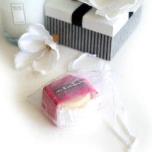 Das Label Zartgefühl bietet exklusive Körperpflege für Eure Haut. Die reichhaltigen Körperpflegeprodukten von ZARTGEFÜHL kommen mit hochwertigen, pflegenden und feuchtigkeits spendenden Inhaltsstoffe diedie Körperpflege zu einem täglichen Spa Erlebnis machen. Ob beim Duschen, beim Eincremen oder beim Peeling – alle ZARTGEFÜHL Pflegeprodukte bieten Eurer Haut optimale Pflege und Feuchtigkeit für ein ultra-zartes Hautgefühl. Nicht nur die […]