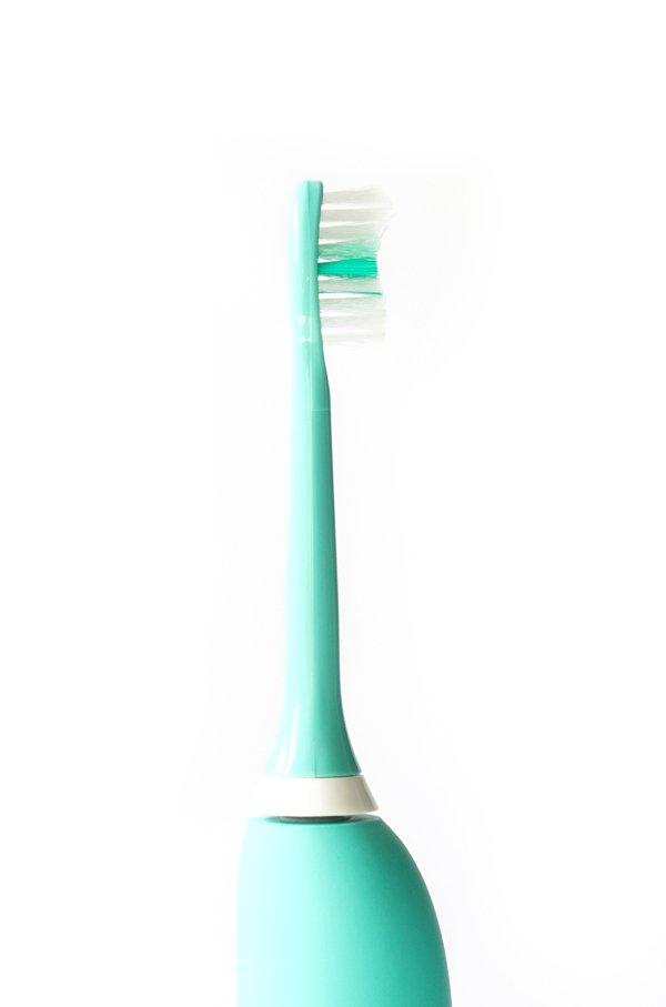 Elektrische Zahnbürste Happybrushmit Schalltechnologie im Test