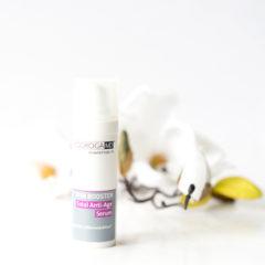 Die Produktlinie Skin Booster aus dem Hause Biodroga MD bringt hochwirksame Spezialprodukte auf Basis von Peptiden, Vitaminen und natürlichen Inhaltsstoffen mit. Zumindest sagt das die Produktbeschreibung. Die Produkte dieser Linie sollen über eine ANTIOXIDATIVE, STRAFFENDE UND FEUCHTIGKEITSSPENDENDE WIRKUNG verfügen und die Haut glätten und von innen aufpolstern. Die […]