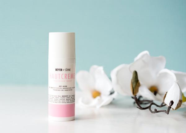 Leichte Hautcreme mit Anti-Aging-Komplex für ölige Haut von Beyer & Söhne
