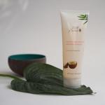 Shampoo und Duftkerze von 100% Pure