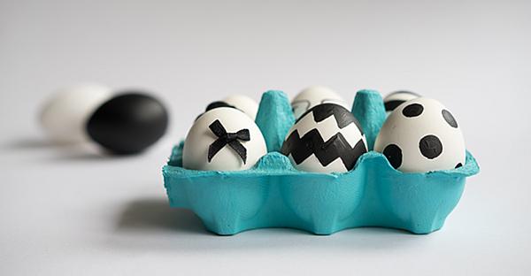 Ostereier im angesagten schwarz-weiß Look