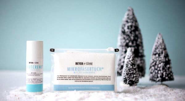 Hautcreme+für die normale Haut mitAnti-Aging-Komplex ausgestattet und Microfasertuch+  für dienatürliche Gesichtsreinigung