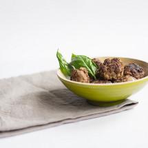 Frikadellen kann man irgendwie immer essen oder? Egal zum leckeren Kartoffelsalat, oder kalt auf der Hand oder hineingepackt in ein Brötchen mit Senf und Zwiebeln dazu. Hmmm…..lecker. 🙂 Ich habe heute ein ganz tolles Rezept für Euch mit dem ihr super leckere Frikadellen selber machen könnt.  Rezepte […]
