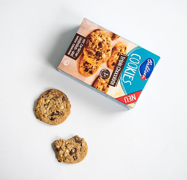 """Degustabox Mai 2014 - Die homemade style Cookies mit Zartbitter-, Vollmilch- und weißen Schokostückchen sind die 3-Fach volle """"Schokoladung"""". Einzeln verpackt und dadurch immer frisch sind sie einfach ideal für zwischendurch und versüßen den Tag immer und überall."""