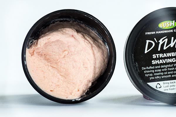 Die neusten Produkte von Lush - D'Fluff Erdbeer-Rasierseife