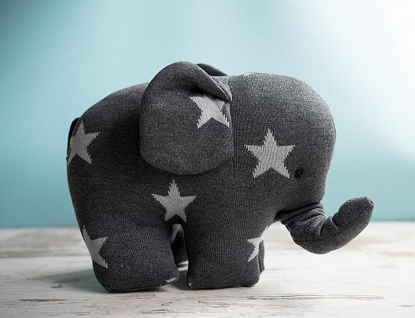 Zauberhafte Geschenke - Strick-Elefant mit Sternen in anthrazit