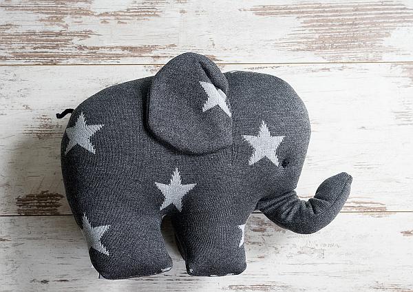 Zauberhafte Geschenke -Strick-Elefant mit Sternen in anthrazit