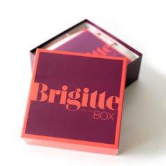 Bereits vor einiger Zeit erreicht uns dieDie BRIGITTE Box Nr. 2 im April 2017, deren Inhalt wir Euch heute kurz vorstellen möchten.Die Brigitte Box enthält 6 bis 10 Beauty-News sowie ein BRIGITTE Magazin.Als Bonbon liegt jeder BRIGITTE Box Trends aus der Genusswelt und farbenfrohe Accessoires bei. Der Inhalt […]