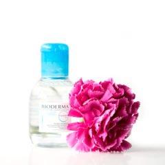 Die 4-in-1 Reinigungslösung von Bioderma vereinigt 4 Produkte in einem, denn sie reinigt nicht nur das Gesicht, sondern entfernt auch noch Make-up, Augen-Make-up und ist auch zudem noch Gesichtswasser. Sie eignet sich dabei hervorragend für die feuchtigkeitsarme, empfindliche Haut. Zumindest wird all jenes so in der Produktbeschreibung angegeben. […]