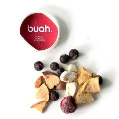 In den BUAH-Produkten befinden sich 100% natürliche, gefriergetrocknete Frucht- und Gemüsestücke. Mit Hilfe von einem natürlichen Trockungsverfahren wird den Frucht und Gemüsestücken das Wasser entzogen. Dabei bleiben Vitamine und Mineralien erhalten. Anders als beim Trockenobst lassen sich so die Produkte von Buah als Zutat fürSmoothies, Joghurts, Quark oder […]