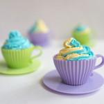 Cupcakes in der Teetasse mit Backutensilien von Lakeland