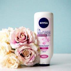 Die Nivea In-Dusch Body Lotion soll die Haut strahlend schön machen und aufschnelle & einfache Art die Haut mit viel Feuchtigkeit versorgen. Wir zeigenEuch dieses Produkt in einer Kurzvorstellung.  Nivea In-Dusch Body Lotion Strahlend schön Das sagt die Produktbeschreibung: Eigenschaften: Für Normale Haut Pflegend Schnell einziehend Die […]