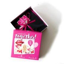 Die Pink Box und auch Essence feierten im April Geburtstag. Die Pink Box wurde 5 Jahre alt und essence 15 Jahre. An dieser Stelle Tappe Birthday von uns. Aus diesen besonderen Anlässen ist diePink Box Celebrate Together 2017 entstanden. Somit feiern beide Labels mit dieser Box Ihren Geburtstag. […]