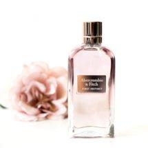 Heute möchten wir Euch einen weiteren neuen tollen Duft vorstellen der ganz frisch auf den Markt gekommen ist. Es handelt sich hierbei um ein Parfum für die Damen aus dem HauseAbercrombie & Fitch.  Abercrombie & Fitch – First Instinct Woman Eau de Parfum 2017 Und das sagt […]