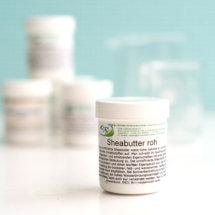 Wir lieben es Kosmetik selbst herzustellen. So haben wir Euch schon einige Male tolle Rezepte gezeigt die wir mit Hilfe der kosmetischen Rohstoffevonkosmetische-rohstoffe.de hergestellt haben. Wer kosmetische Rohstoffe sucht, ist dort bestens versorgt, denn dort bietet sich eine riesige Auswahl an Rohstoffen zu guten Preisen. Wir haben Euch […]