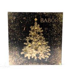 Auch in diesem Jahr möchten wir Euch den aktuellenAdventskalender aus dem Hause Babor vorstellen. Dieser kommt wieder in einem wunderschönen und edlen Outfit daher. Daher eignet er sich auch wunderbar als Geschenk. Aber der Inhalt kann sich ebenfalls sehen lassen, denn auch in diesem Jahr ist der Babor […]