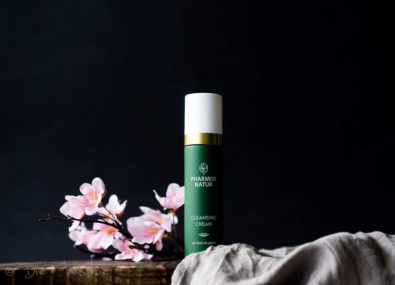 CLEANSING CREAM Die Cleansing Cream mit Bio Aloe Vera und Olive reinigt die Haut besonders mild.