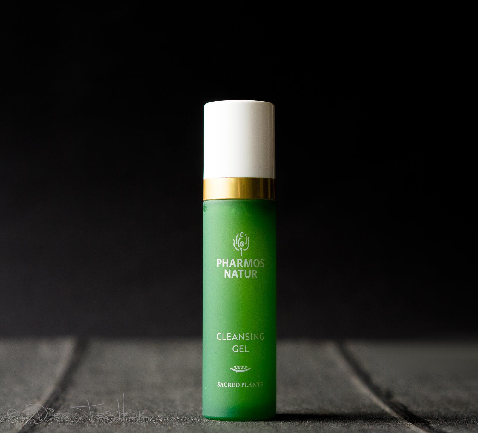 CLEANSING GEL Die tägliche Reinigung mit dem Cleansing Gel befreit die Haut.