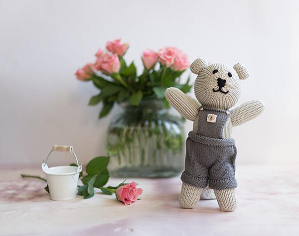 Gestrickter Baumwoll Teddybär von Nurtured by Nature - Junge