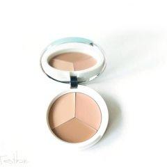 Der Teoxane Recover Complexion kommt mit sehr hohem Lichtschutzfaktor 50 und ist ein teinkorrigierender Concealer. Er soll helfen Rötungen, Flecken und Augenringe zu kaschieren und Hautunebenheiten zu korrigieren. Zudem soll der die Haut beruhigen und pflegen.  Recover Complexion mit LSF 50 – Teintkorrigierender Concealer von Teoxane Das […]