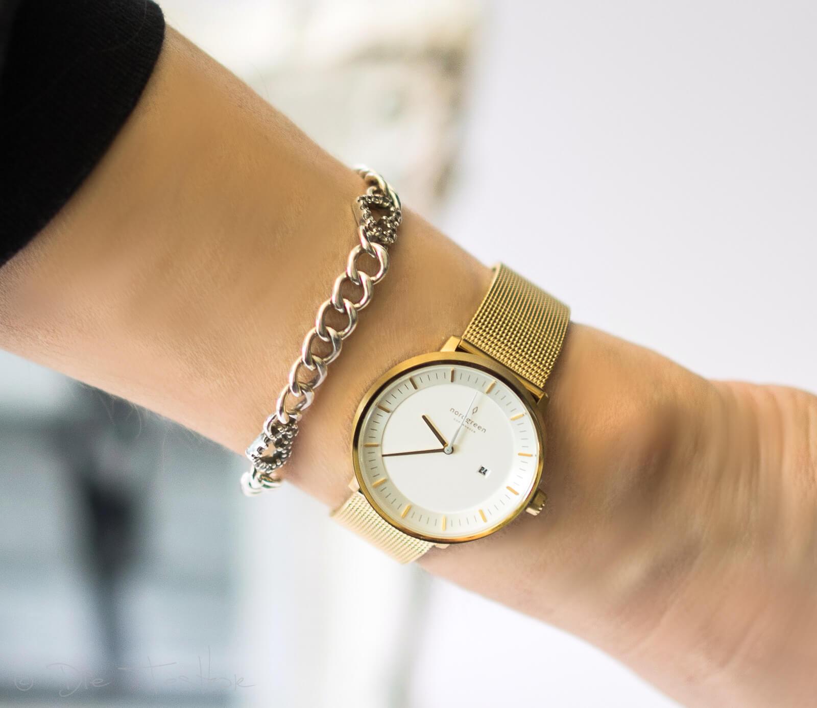 Skandinavischer Chick mit den eleganten, zeitlos schönen Armbanduhren von Nordgreen