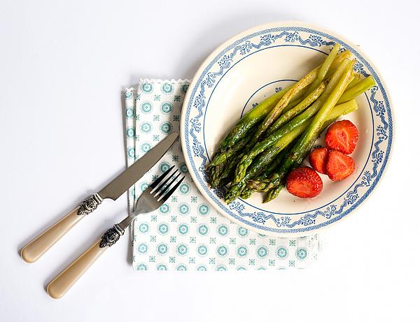 Rezepte - Gebratener grüner Spargel mit Radieschensalat