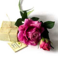 Bald ist Valentinstag und wir möchten Euch hiermit einige tolle Geschenkideen vorstellen die ihre Eurer Liebsten oder Eurem Liebsten schenken könnt. Diese Geschenkideen sind nicht nur pflegend und hübsch anzusehen, sie sind zudem noch zu einem wirklich günstigem Preis zu ergattern. All die Produkte stammen aus dem Hause […]