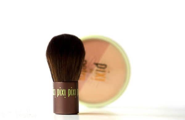 BEAUTY BLUSH DUO + KABUKI - Rouge von Pixi