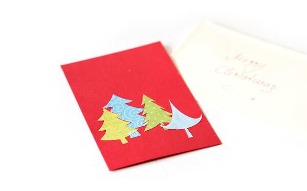 Weihnachtliche Grußkarte mit selbstklebenden Glitzerklebebändern