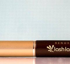 Das Renokin Lash Lash Wimpern-Verschönerungsserum soll für längere, vollere und glänzende Wimpern sorgen. Es soll deren Länge, Beschaffenheit, Dicke und Stärke verdoppeln und das in nur 12 Wochen. Es soll zudem noch einige andere tollen Eigenschaften mitbringen. Welche das sind und was wir von dem Wimpernverschönerungsserum halten, erfahrt […]