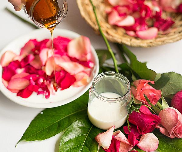 pflegendes honig sahne fu bad mit rosenbl ten bekanntgabe der gewinner des sommergewinnspiels. Black Bedroom Furniture Sets. Home Design Ideas