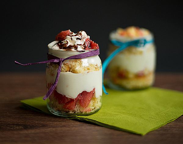 delicious cakes in a jar leckere kuchen im glas. Black Bedroom Furniture Sets. Home Design Ideas