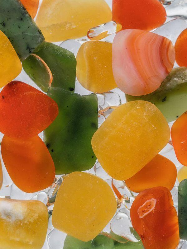 VIA HAPPINESS mit den EdelsteinenJade (Nephrit) - Karneol - Orangencalcit - Bergkristall. MitViA Happiness habt Sie das Glücksgefühl immer auf Euer Seite – egal wo, egal wann.