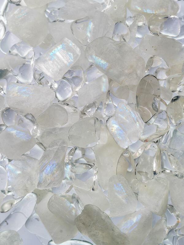 VIA LUNA mit dem Edelstein:Regenbogenmondstein - Bergkristall.Lasst Euch verzaubern vom sanften Schimmer des Regenbogenmondsteins und dem edlen Geschmacks des Mondsteinwassers.